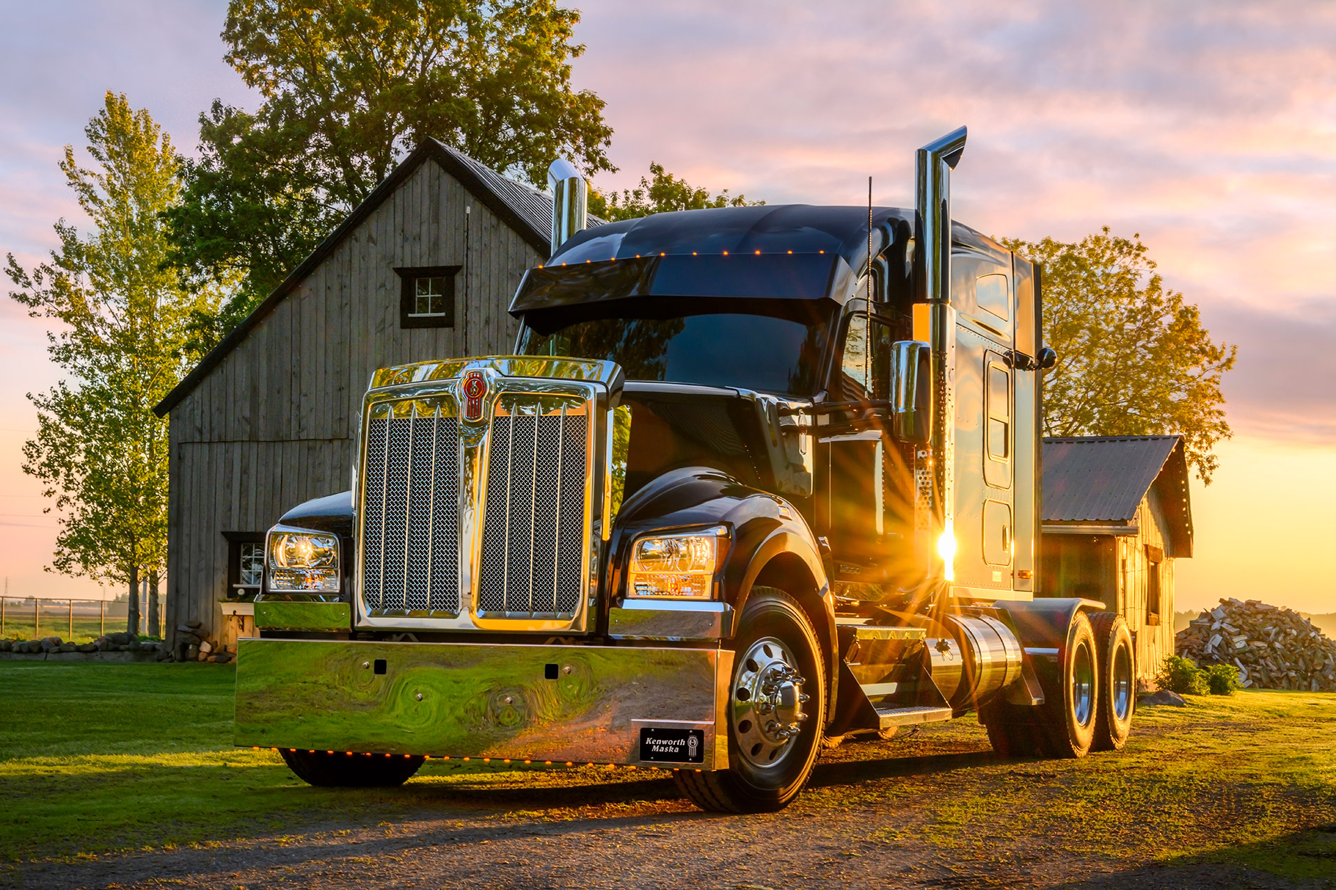 Truck photography. Picture of a Kenworth. Done by Sonya Messier - Mayacom